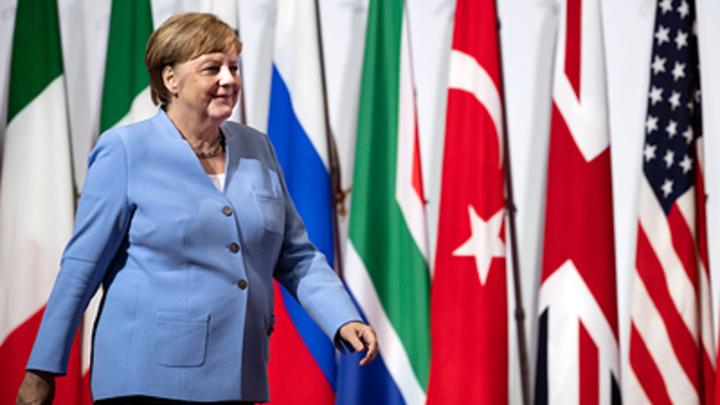 Кто опоздал? Ничего не опоздал. Сеть по-своему разгадала сверку часов Путина и Меркель