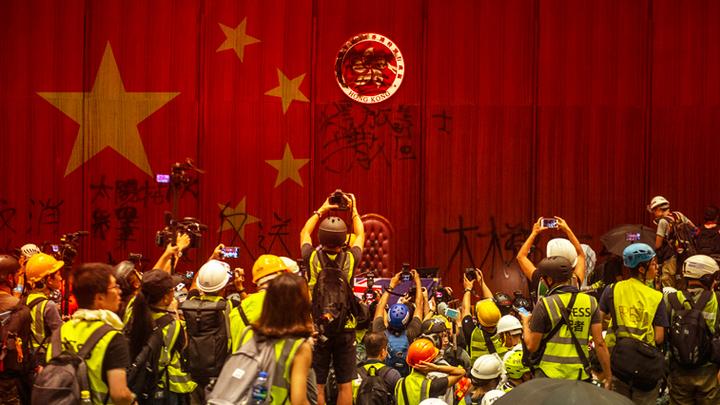 Протесты в Гонконге: Почему Трамп не критикует Си Цзиньпина?