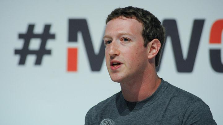Facebook против Apple: Основатель соцсети наехал на производителя iPhone