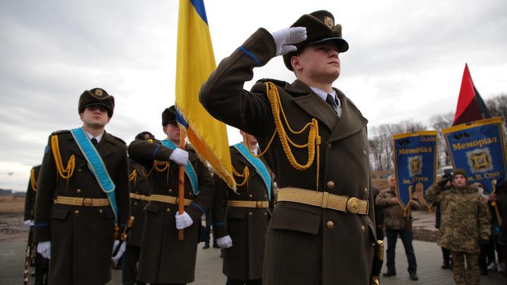 Коронавирус добрался до украинской армии: Первой жертвой инфекции стала женщина