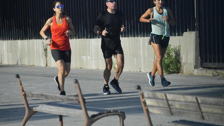 Спортсмены пробежали Кросс нации на Михайловской набережной в Новосибирске