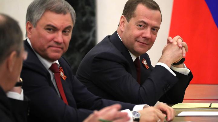Медведев процитировал Эйзенхауэра и научно обосновал пенсионную реформу в своей статье