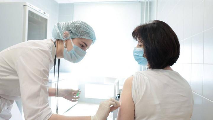 Губернатор Подмосковья проверил пункт вакцинации от COVID-19 в Одинцове