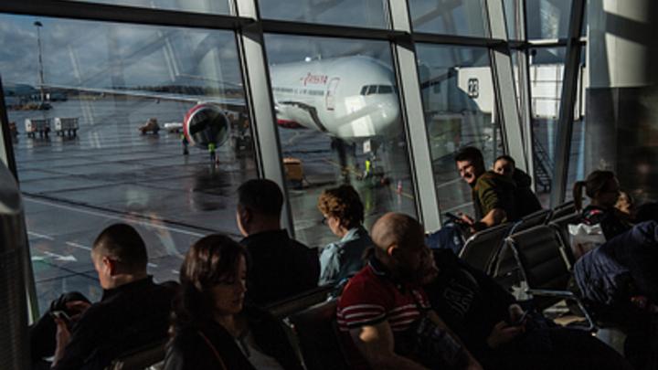 Более 350 пассажиров, из них - 72 ребенка: Российские туристы застряли в турецкой Анталье