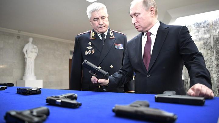 Жующий полковник стал героем коллегии МВД, где Путин попросил завязать с крышеванием бизнеса - видео
