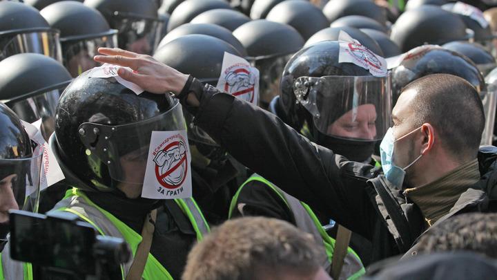 22 полицейских пострадали, прикрывая бегство Порошенко в Черкассах - МВД Украины