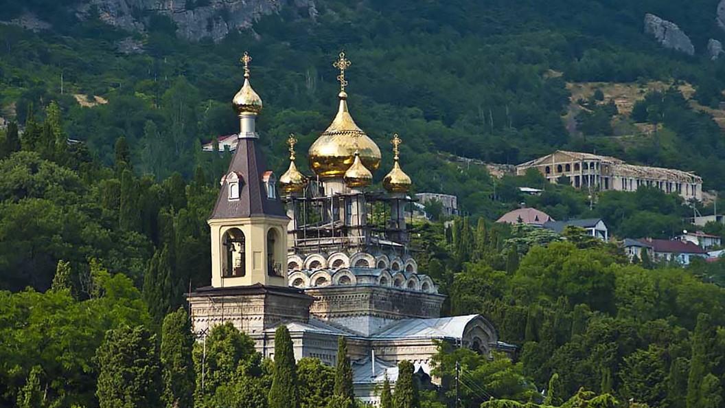 В крымских храмах людей прибавилось