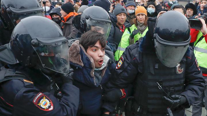 Пушечное мясо из русских детей: Запад проверил свои силы на акции протеста