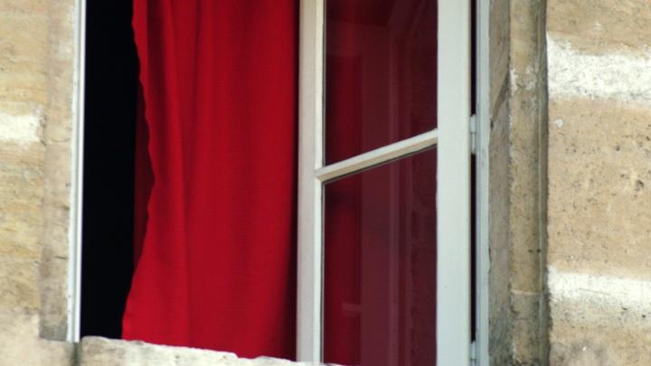 В Заволжске из окна выпала годовалая девочка