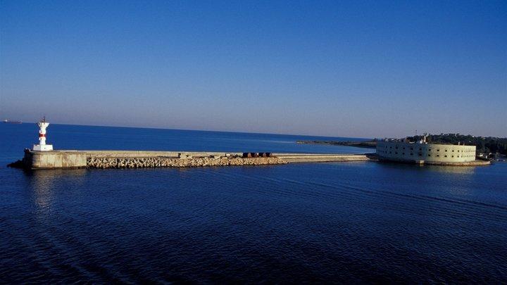 Течи были несколько лет: В Севастополе всплыла затонувшая лодка Святой князь Георгий