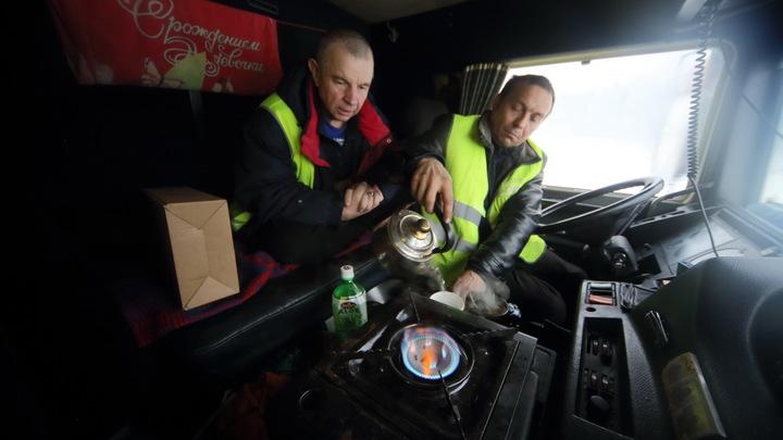 Водителей не выпустят из машин без защитного жилета