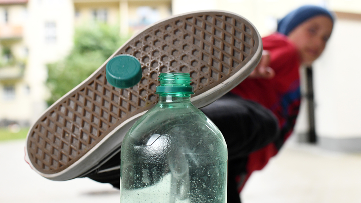 Война бутылок: Минфин одобрил запрет на продажу крепких напитков в пластиковой таре