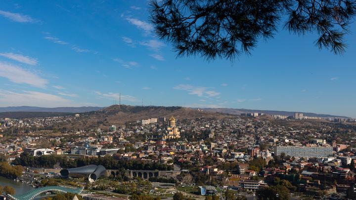 На похоронах оператора в Тбилиси устроили перформанс с овациями