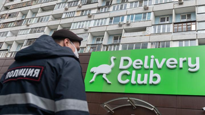 Бой стенка на стенку: Сервисы доставки проводят проверку после потасовки курьеров в Москве