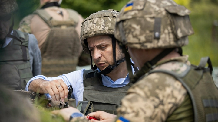 Зеленский нажаловался мадам на бойцов Донбасса и получил 1,4 млн франков помощи