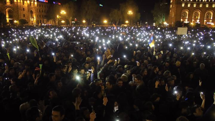 Армянские митингующие заявили о своем численном превосходстве над полицией