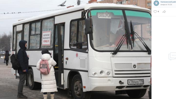 Смольный не дал добро: стало известно, куда исчез прививочный автобус с вакциной от COVID