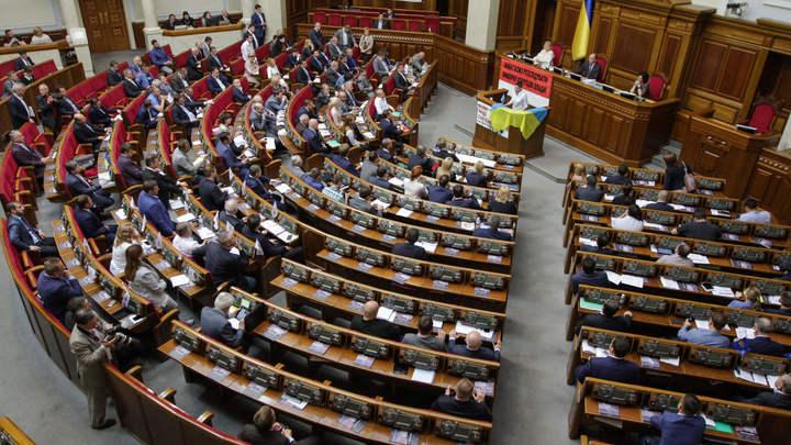 Театр абсурда: Украинцы навязывают в ПАСЕ костюмы химзащиты от «токсичной России»
