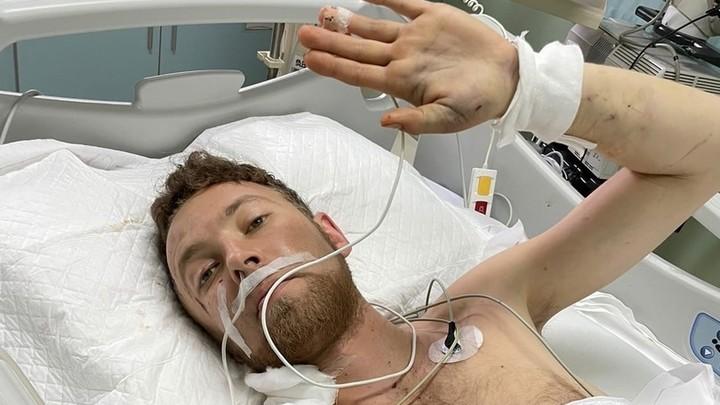 Каждый день в клинике стоит 200 тысяч рублей: уралец чудом выжил, упав с балкона в Китае