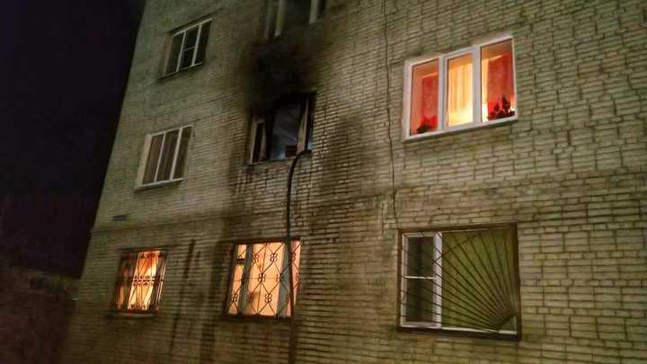 В Кургане из горящей пятиэтажки ночью эвакуировали 50 человек
