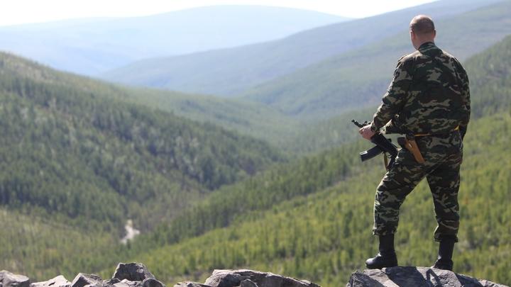 Вооружен до зубов: ФСБ показала видео с места боя с главарем цумадинской банды в Дагестане