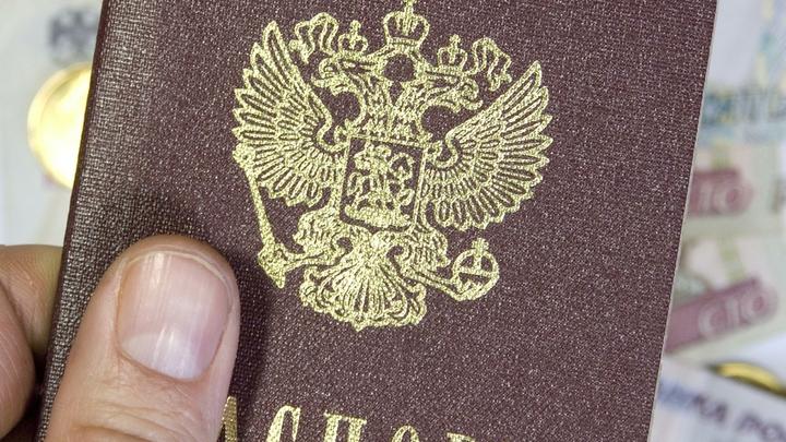 Левада-Центр: Более 40% молодежи хочет уехать из России, а более 60% граждан - нет
