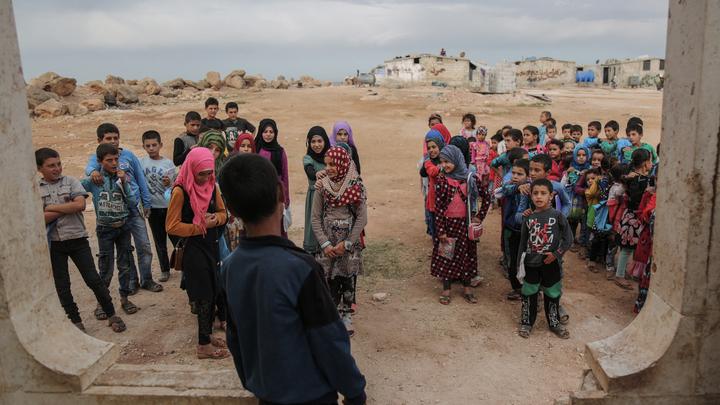 «Пользуясь полной безнаказанностью»: Террористы захватили сотни беженцев в Сирии