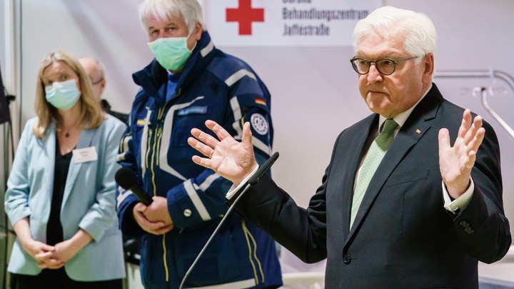 Шапочка из фольги не защищает от COVID-19: Президент Германии Штайнмайер дал совет немцам