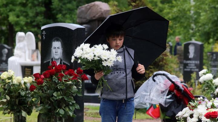 Могила исправит. Смольный объявил конкурс на обслуживание городских кладбищ