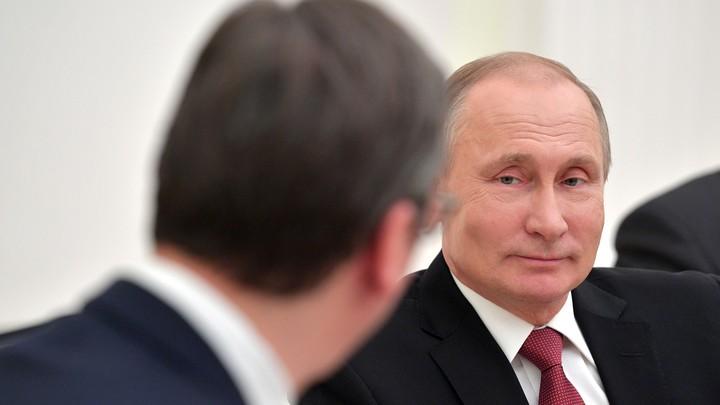 Больной раком мальчик заплакал, получив компьютер от Путина