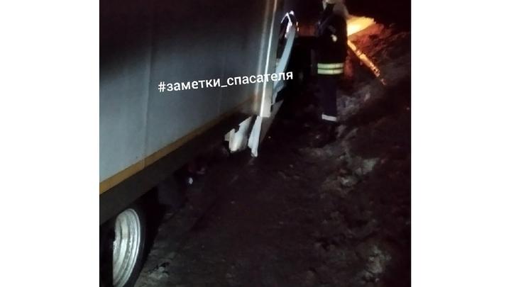 В Вязниковском районе двух водителей Газелей раздавило между машинами