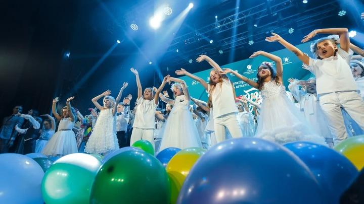 В Кузбассе прошел фестиваль детского творчества Добрая волна