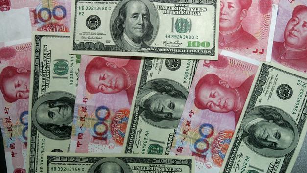 От торговой войны - к валютной: зафиксировано резкое ослабление юаня к доллару