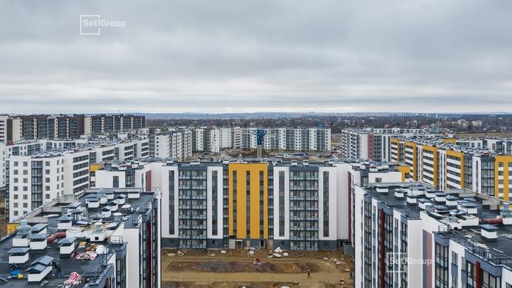 Жители ЖК «Солнечный город» в Петербурге жалуются на запах канализации