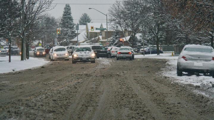 Снежный коллапс в Канаде: 75 тысяч человек остались без света