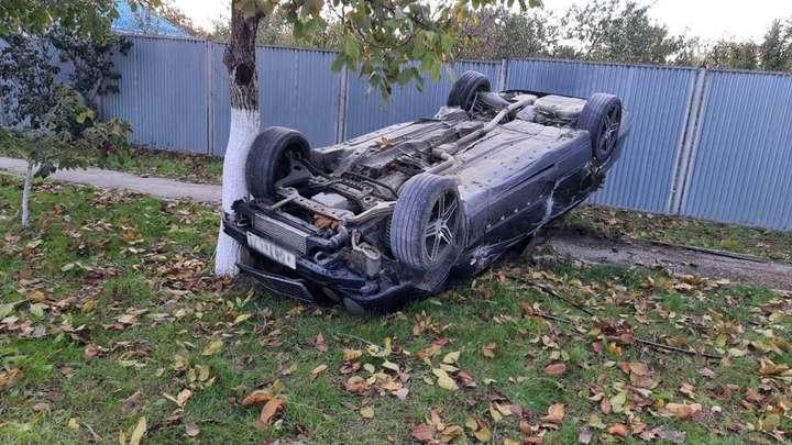 На Кубани иномарка насмерть сбила пешехода и перевернулась