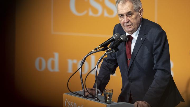 Глупая провокация: Земан посетовал, что история с дипломатом РФ в Чехии может надолго испортить отношения