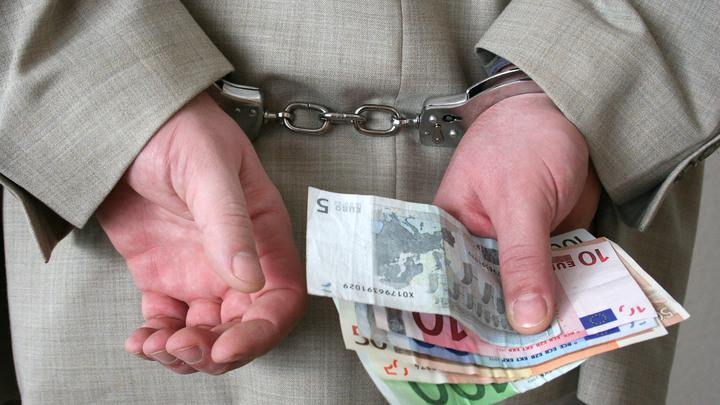 Война ведомств на Украине: СБУ помогает чиновникам-коррупционерам