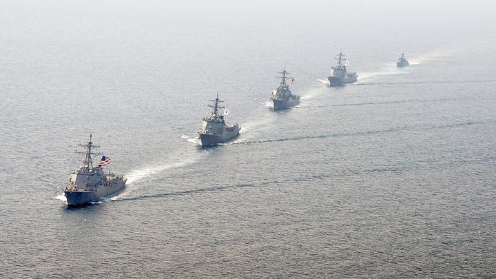 Корабль КНР отогнал американский эсминец от искусственных островов в Южно-Китайском море