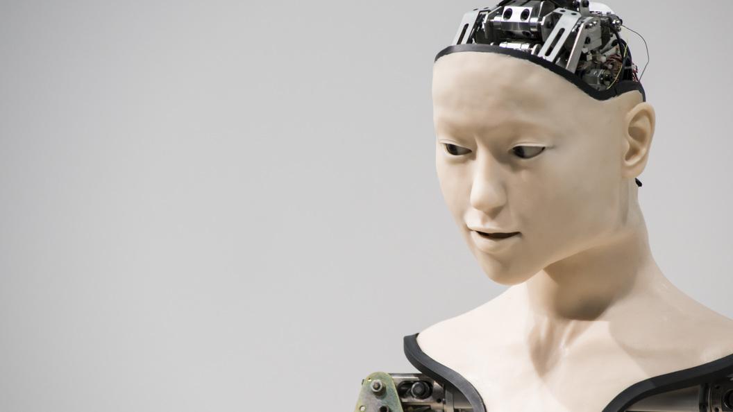 Первым вмире робот Федор сел нашпагат