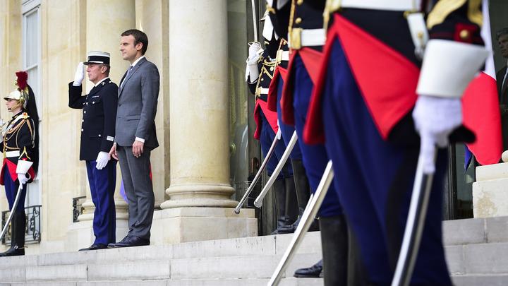 Макрон продолжает терять популярность во Франции рекордными темпами