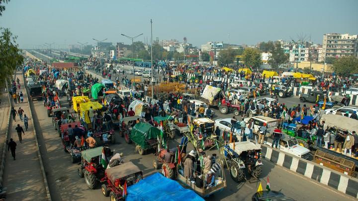 Штурм Капитолия повторился в Индии: В Дели началась тракторная революция