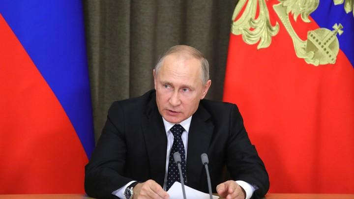 Путин: Будем платить за первенца по 10,5 тысячи рублей в месяц