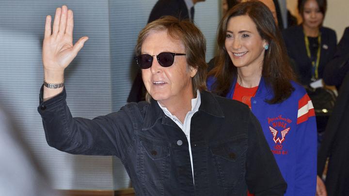 Вместе с рукописью песниThe Beatles продают документы на могилу