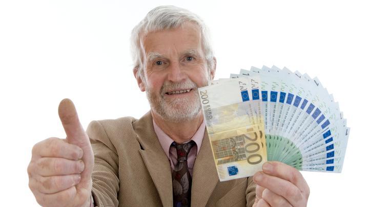 В кубышках русских пенсионеров нашли рекордные суммы: Счёт пошёл на триллионы