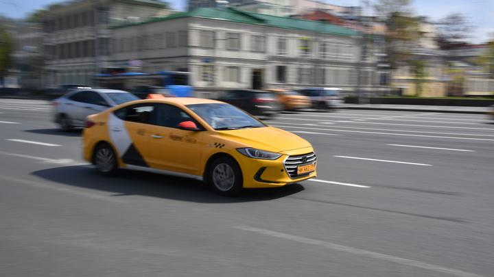 Оскорбляет в переписке: Избившая слабослышащего таксиста пассажирка извиняться не собирается