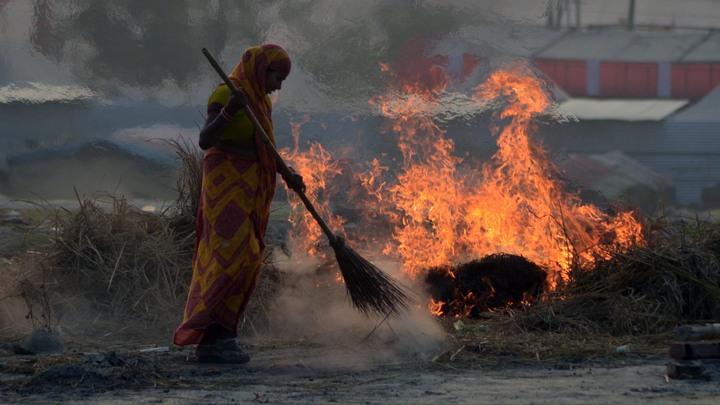 В Новосибирске загорелась свалка на Гусинобродском шоссе