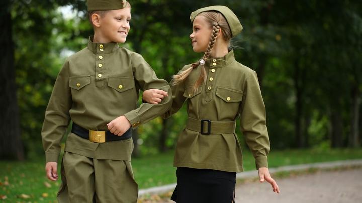 В Санкт-Петербурге появились игрушки вежливые мишки в военной форме