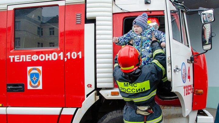 Добровольно-принудительно: Начальство югорских пожарных требует от подчинённых песен и стихов