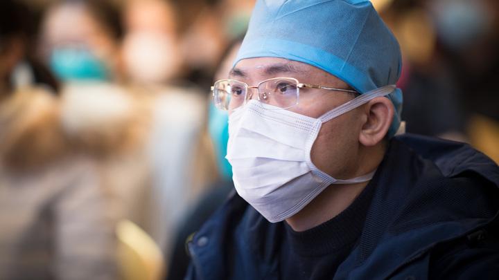 Костюмов защиты уже не хватает: Китай не может определить источник происхождения коронавируса
